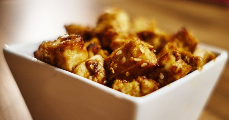Knusprige Sesam Ingwer Tofu Bits