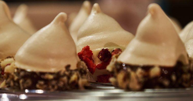 Zweierlei Baiser Swirls in Schokolade