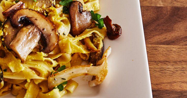 Vegane Kürbis Pasta Sauce mit Waldpilzen